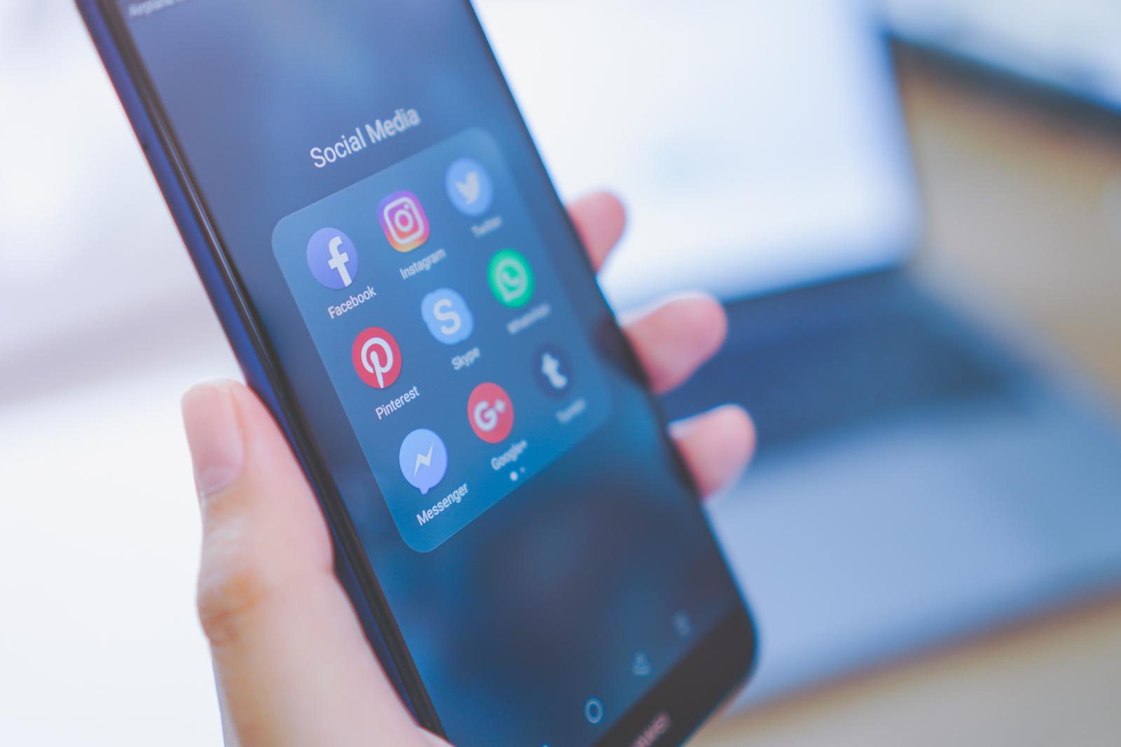 Come comunicare il tuo stand fieristico con i social media